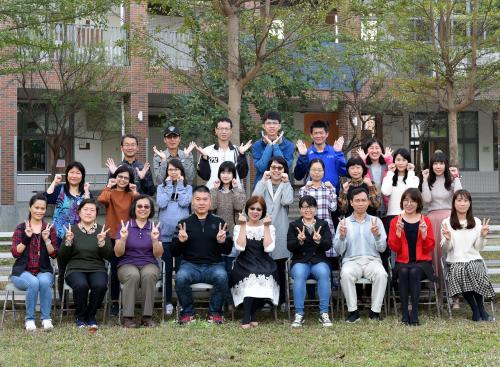 教職員工團體照.JPG